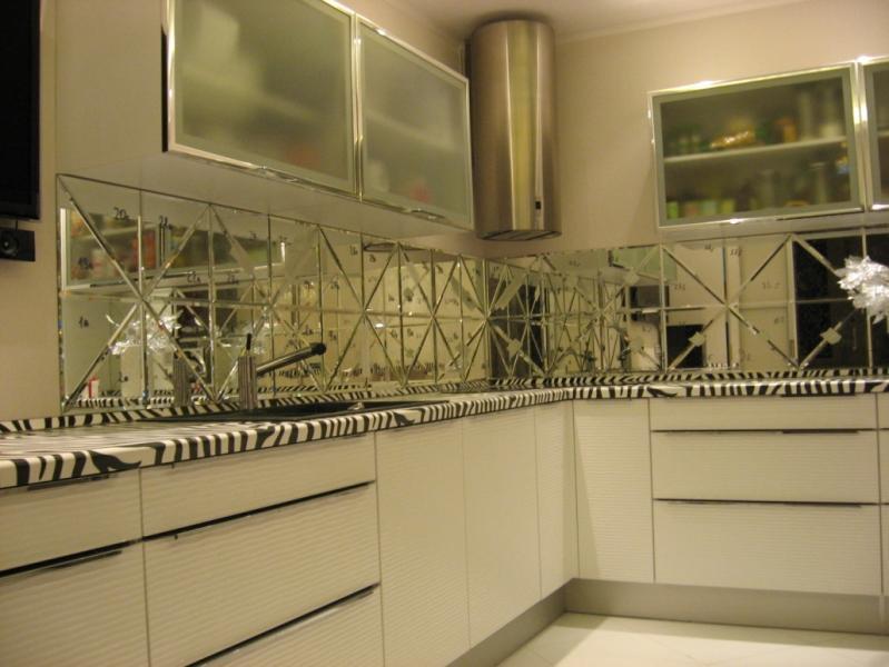 Зеркальная плитка в интерьере вашей квартиры