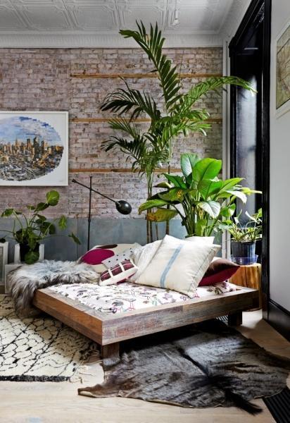 Гармония в доме: как должна стоять кровать в спальне?