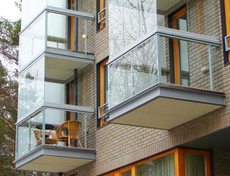 Безрамный способ остекления балконов, террас и веранд