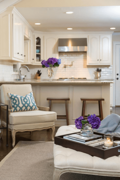 Две зоны и всего 14 кв. метров: создаем современный интерьер небольшой кухни-гостиной