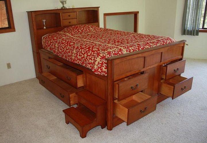 Кровать с ящиком для хранения белья