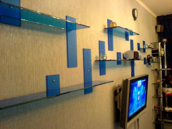 Стеклянные полки на стену
