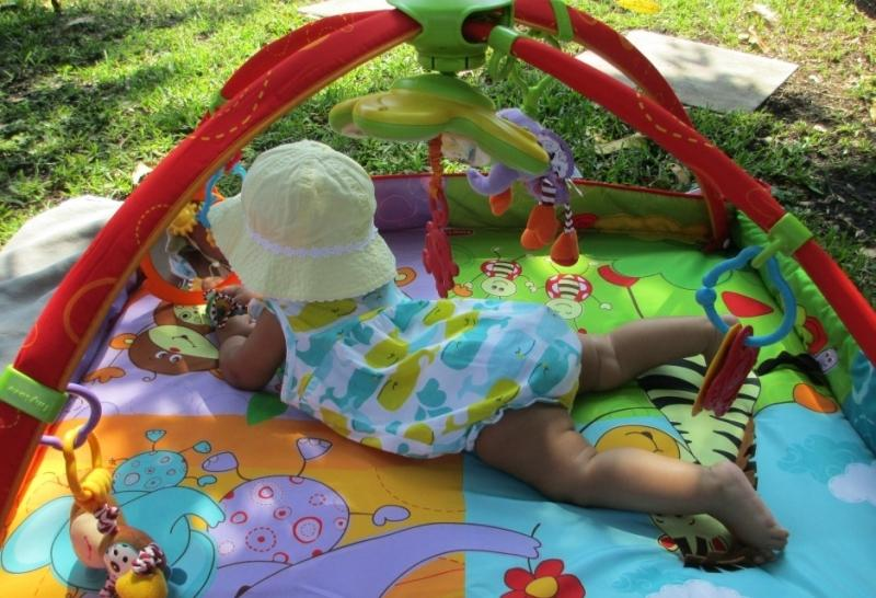 Как выбрать детский коврик для ползания?