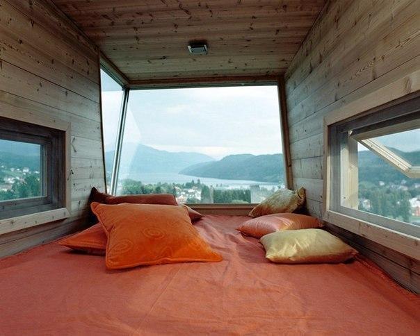 Комната-кровать.