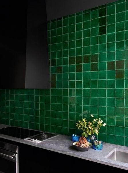 Изумрудный цвет в интерьере (72 фото): благородство и изысканность