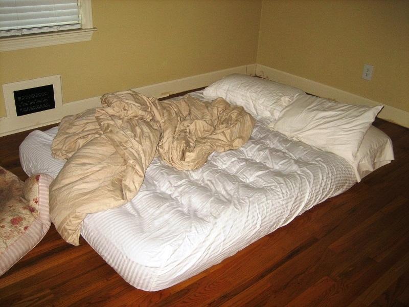 Надувная кровать со встроенным насосом