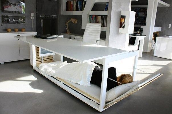 Самый классный стол на работе