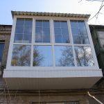 Получаем красивый вид с балкона или лоджии благодаря французскому остеклению