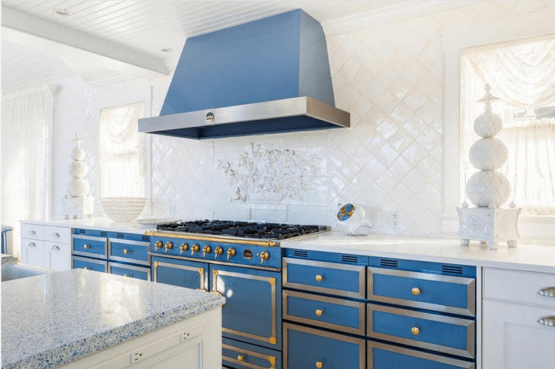 Бело-голубая кухня: как гармонизировать интерьер и 105 беспроигрышных вариантов оформления