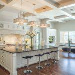 Секреты правильного выбора потолочной люстры на кухню