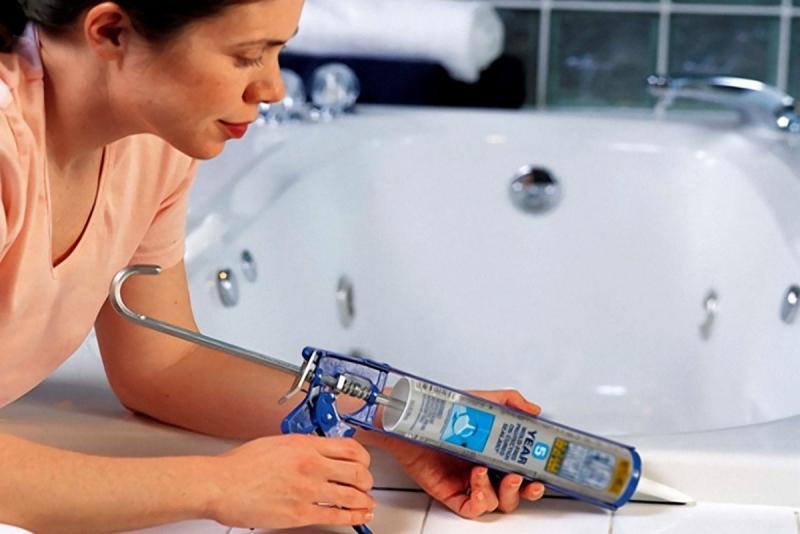 Современные герметики против плесени в ванной