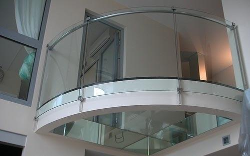 Стеклянные полы в интерьере.1. На фото одна из элитных квартир в Швеции. Стеклянный пол