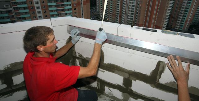 Как застеклить балкон пластиковыми окнами?