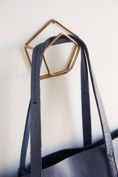 Настенная вешалка для одежды в прихожую: материалы, конструкции,  дизайн