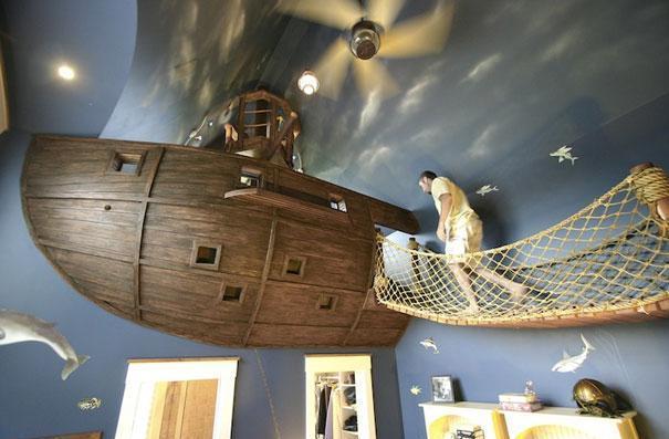Кровать в виде пиратского корабля. Как вам такая идея?