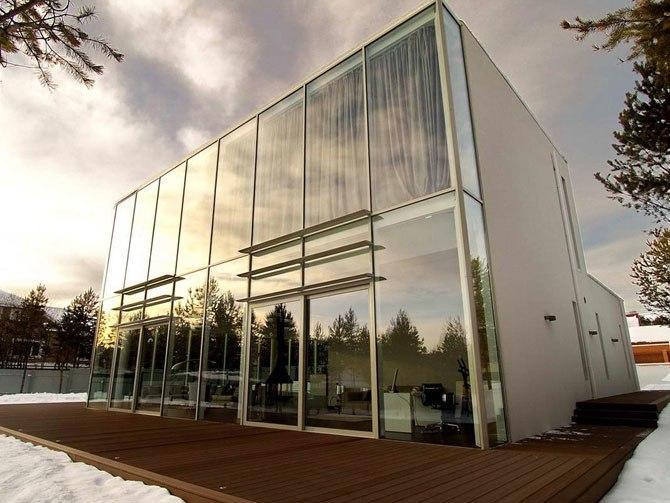 Стеклянный дом в Иркутской областиАрхитектор Андрей Тигунцев (Andrey Tiguntsev) представил