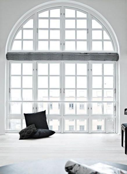 Большие окна - много света и пространства