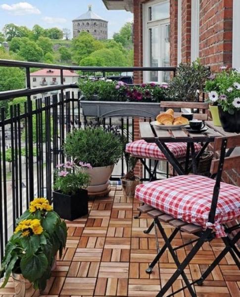 Как обустроить маленький балкон, чтобы с него не хотелось уходить