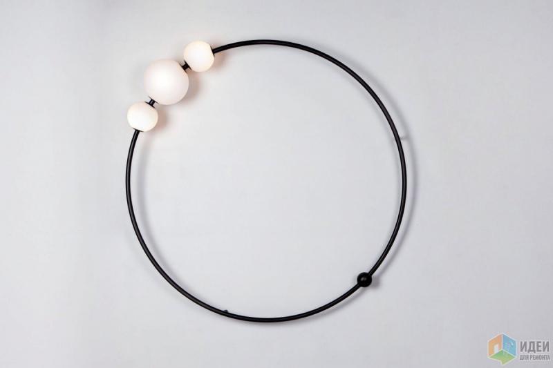 Настенный светильник: ожерелье из лун