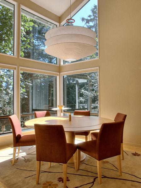 Круглый деревянный стол на одной ножке: 125+ моделей для тех, кто не привык выбирать между эстетикой и функциональностью