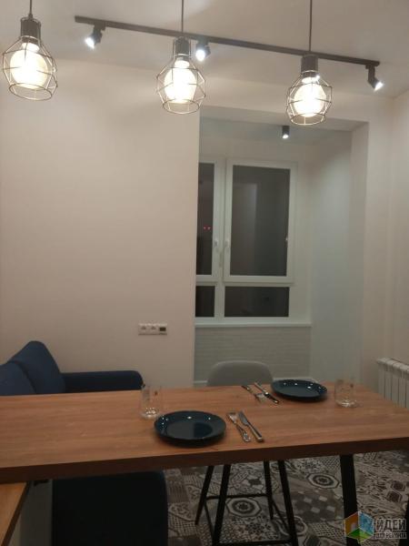 Белый кирпич, дерево, белая кухня - старый тренд, который нам нравится )