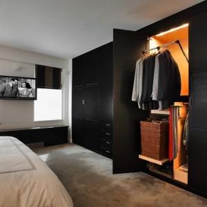 Где хранить зимние вещи в спальне