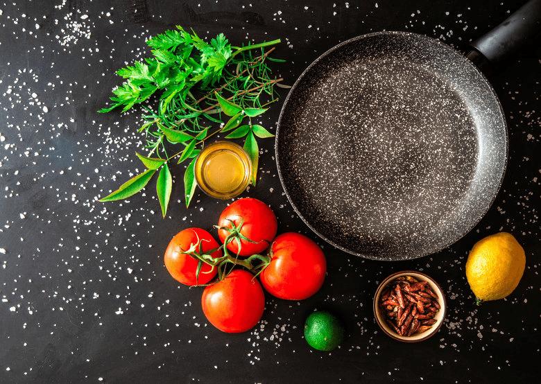 Сковорода с мраморным покрытием: обзор преимуществ и полезные советы по эксплуатации