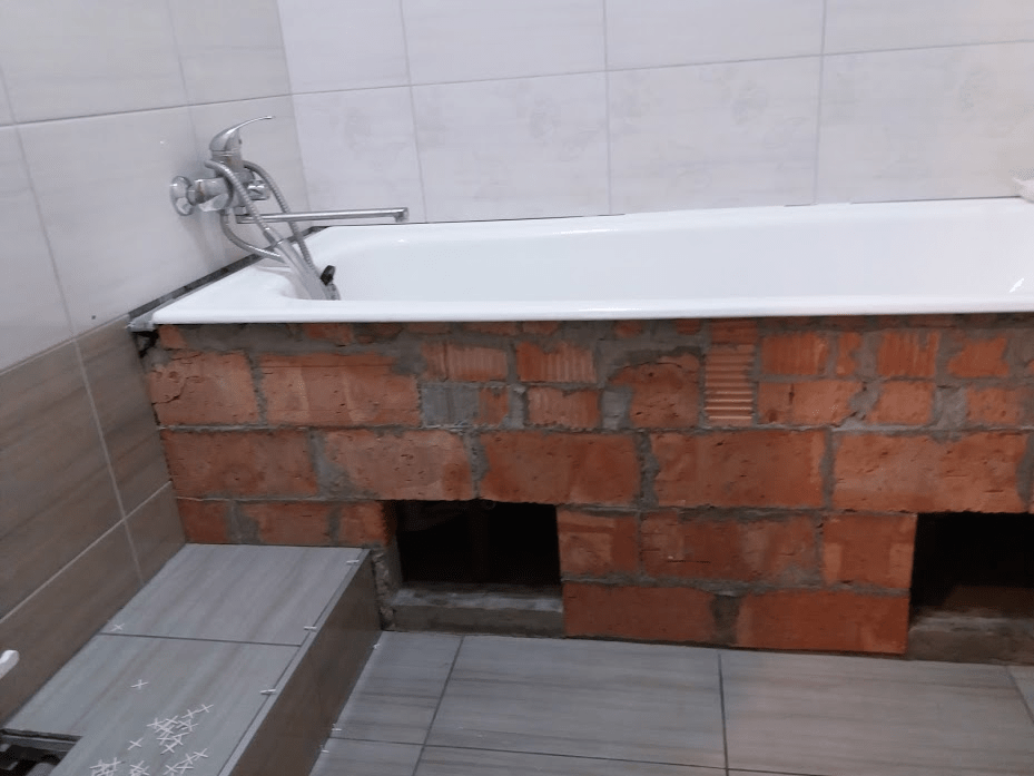 Экран под ванну из плитки