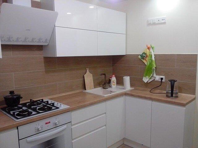 Уютная кухня. 8 кв. м. теплоты и функциональности.