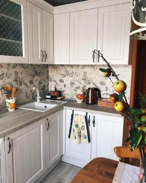 Уютная, теплая кухня, которая радует своим интерьером.