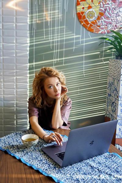 Дома нескучно: как дизайнеры оформляют свои рабочие места