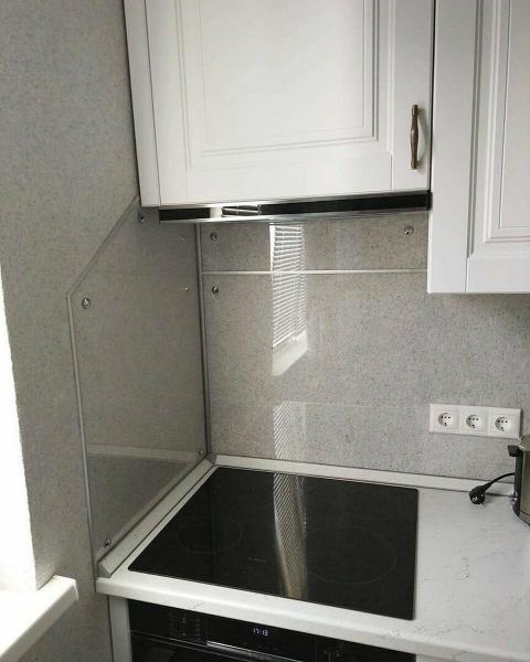 Две белые кухни. 4.5 кв. м. против 4 кв. м. Битва интерьеров.