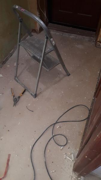 Сделал ремонт небольшой прихожей в хрущевке. Фото до и после