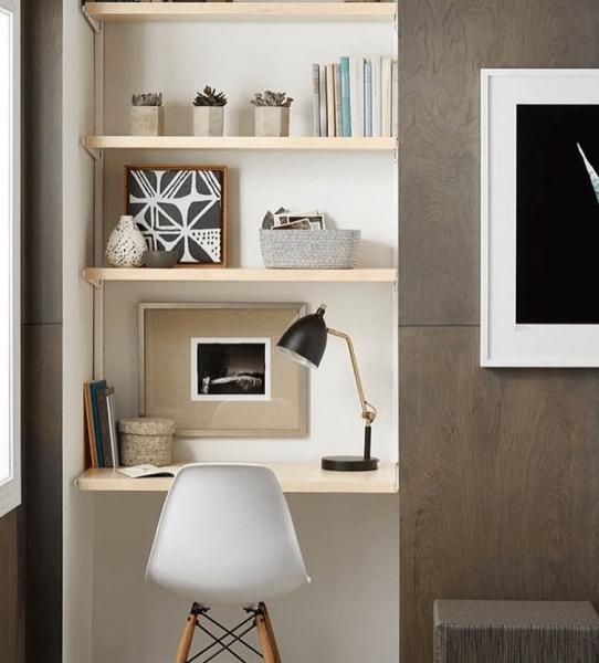 Удобно ли ставить стол между шкафом и окном