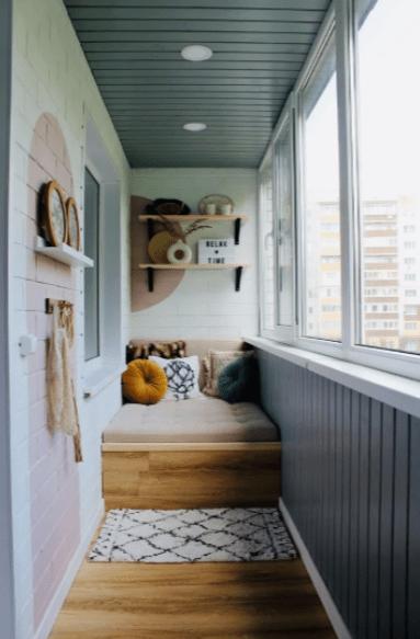 Очень уютный балкончик для приятного вечернего релакса!