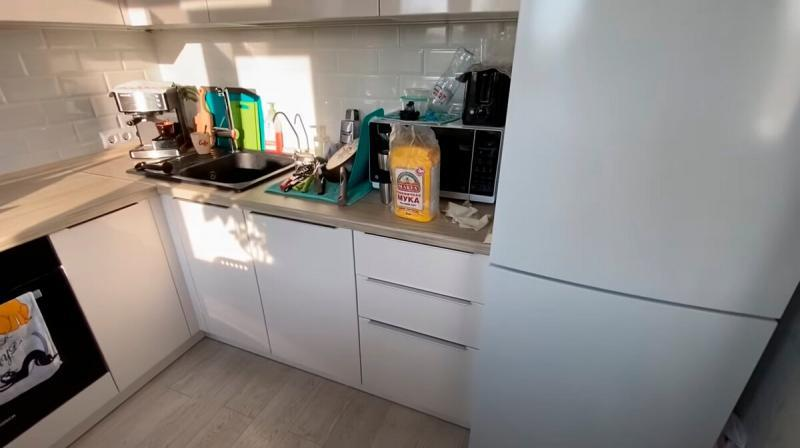 Хрущевская однушка (35 кв.) со встроенным шкафом и спальной зоной