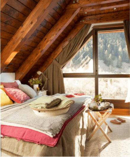 Хорошая идея! Уютные спальни загородных домов в деревенском стиле: дерево, элегантная мебель, натуральный текстиль