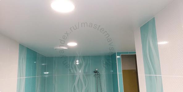 Какой потолок лучше сделать в ванной комнате. Рассказываю, что мне посоветовал опытный мастер в этом вопросе.