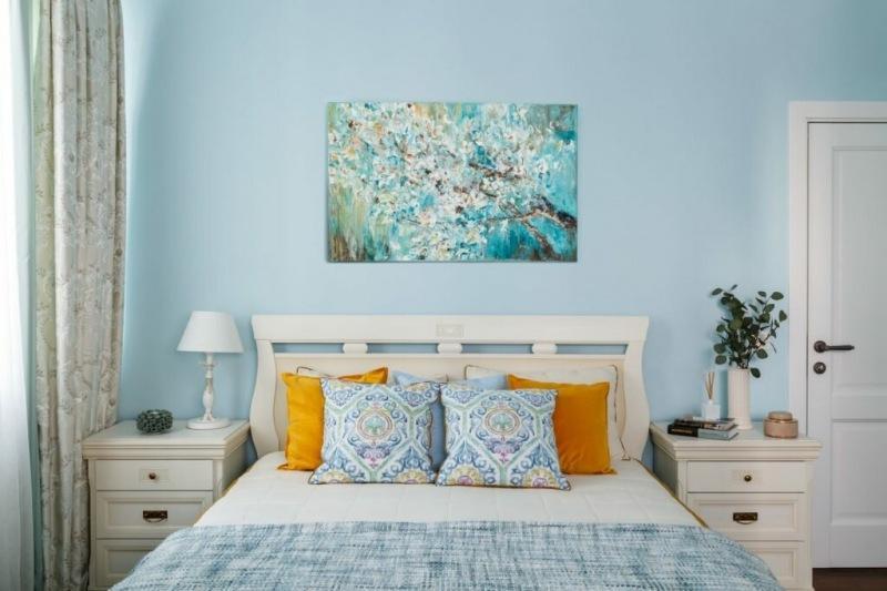 В оттенках синего и голубого - трехкомнатная квартира в стиле классики и прованса