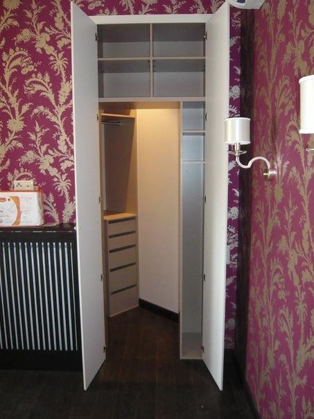 Идеи по обустройству систем хранения в спальне
