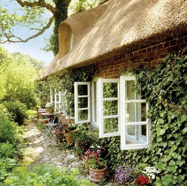 Деревенский домик модели в Германии, которому более 150 лет! А крыша до сих пор из камыша. Душевный интерьер: классика и кантри