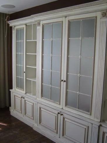 В какой стиль гостиной впишется белая стенка