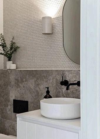 А можно ли удивить гостей своего дома ванной комнатой? Легко! 6 вариантов отделки её стен