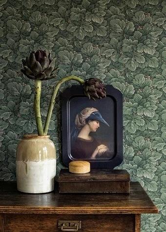 Старинным духом пахнет! Или 5 примеров украшения современного интерьера антикварным произведением искусства
