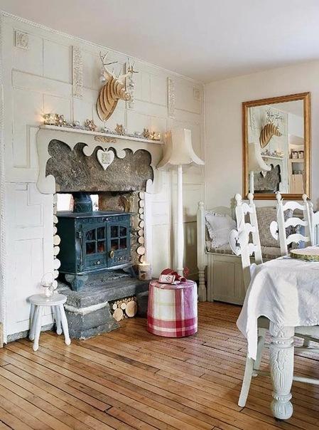 Помешанные на Рождестве: белый интерьер старинного деревянного дома в Англии с кучей мелочей! Он уже готов к встрече праздника