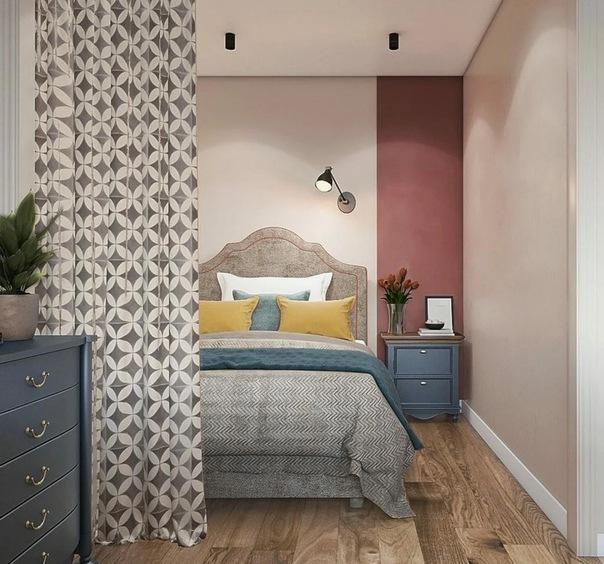 На 30 кв.м. - кухня, гостиная, спальня, прихожая и приятный интерьер в ягодных оттенках