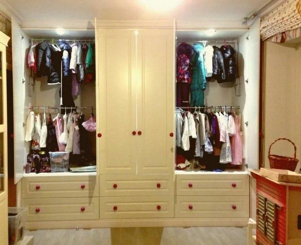 Как обустроить гардероб в детской? Делимся советами