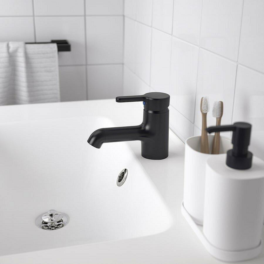 Как оформить бюджетную ванную с ИКЕА: 12 товаров, которые в этом помогут