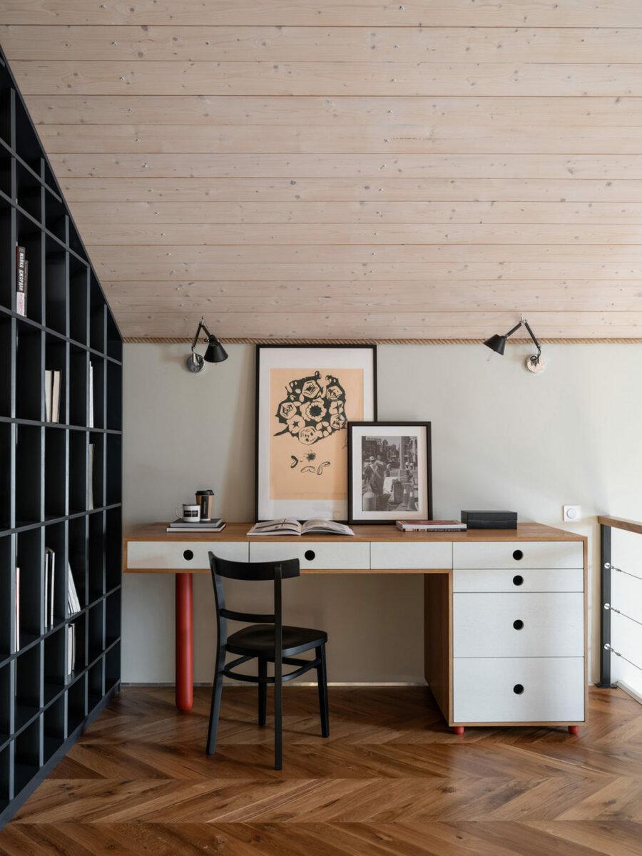 Дизайн мансарды: 10 примеров обустройства пространства под крышей