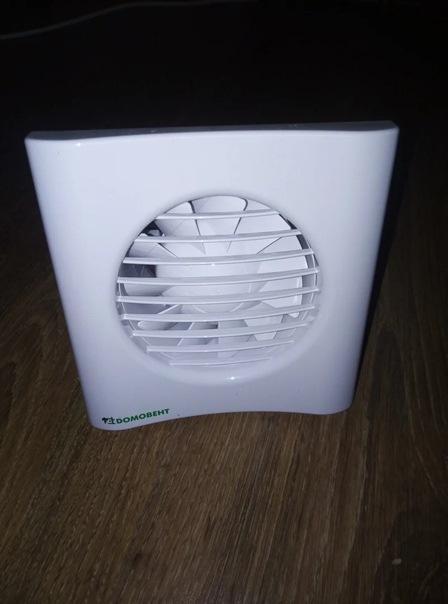 Не хотим замерзать в ванной комнате частного дома зимой – установили вентилятор с обратным клапаном